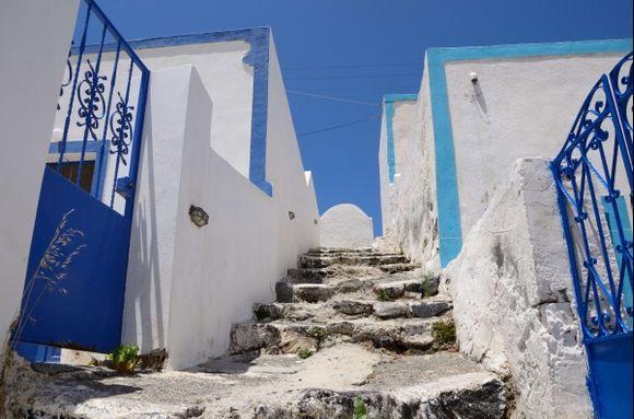 Uphill in Manolas village  (Thirassia)