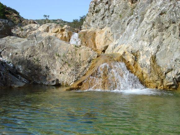 waterfall lardos