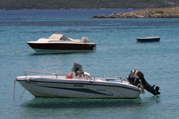 boats at Psilli Amos beach