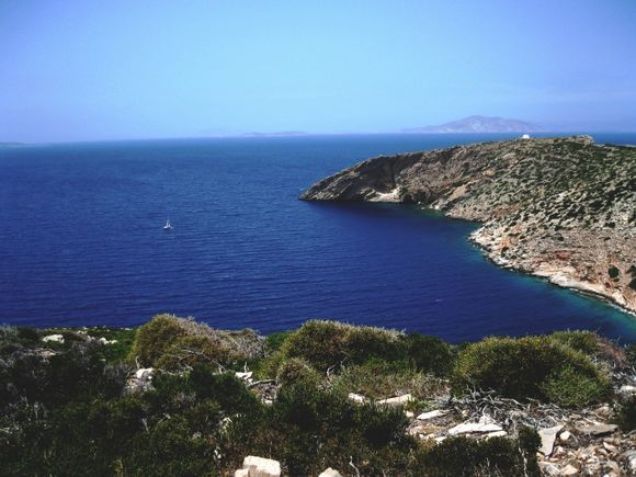 bay by katapola   .. view to little cyclades