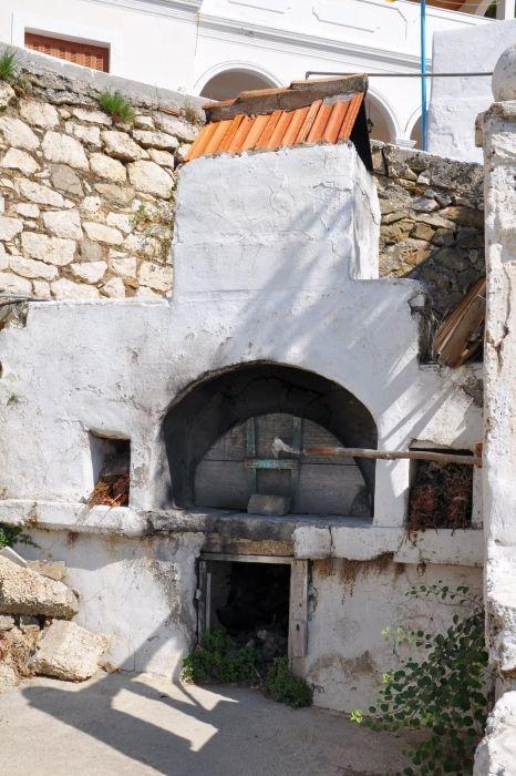Village oven in Aperi