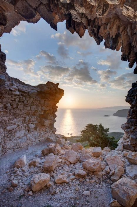 Hi, Just a word of caution to those coming to the island again or first time. If you visit Monolithos be careful as the tunnel up at the castle has as can be seen from the photograph crumbled a little.