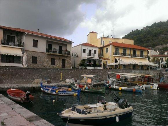 Βαρκιες στο Λιμανι/Boats in the Harbour