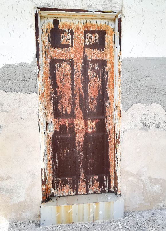 Door in Ormos Korfou (Thirassia)