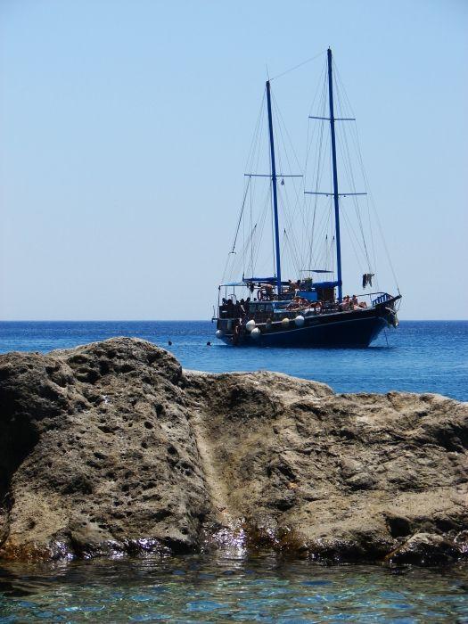 Excursion ship in Traganou Beach