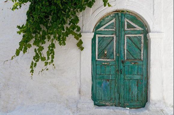 Green door in Lachania