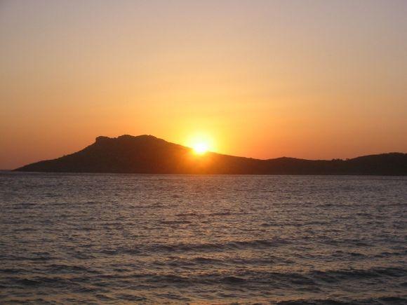 The sun goes down on Telendos